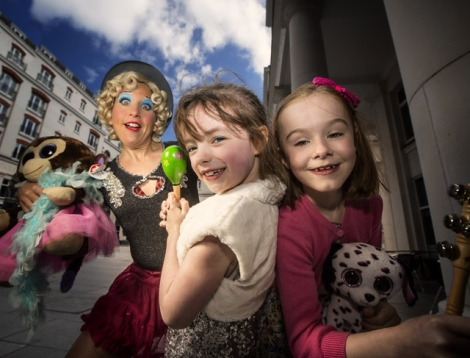 Pictured launching the festivities with Canadian artist Mooky Cornish is Azelia Robinson and Ríonach MacElhatton, both aged 7.